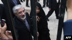 زهرا رهنور، میرحسین موسوی و مهدی کروبی از سال ۱۳۸۹ در حصر به سر میبرند و بستگان آنها بارها در مورد وضعیت سلامتشان ابراز نگرانی کردهاند