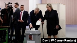 Prezident Milos Zeman aýaly Iwana bilen ses berýär. Praga, 12-nji ýanwar, 2018