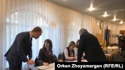 На избирательном участке в посольстве Украины. Нур-Султан, 31 марта 2019 года.