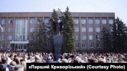 Высота всего памятника – 8 метров, самой скульптуры – около 5 метров