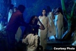 Samirə Kidman Hindistanda filmdə oynayarkən.