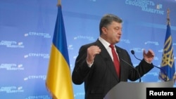 Президент України Петро Порошенко під час прес-конференції з пресою у Києві, 25 вересня 2014 року