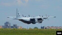 Aeroplani holandez, C130 është larguar nga Ukraina me 16 trupa të pajetë të fluturimit, MH17