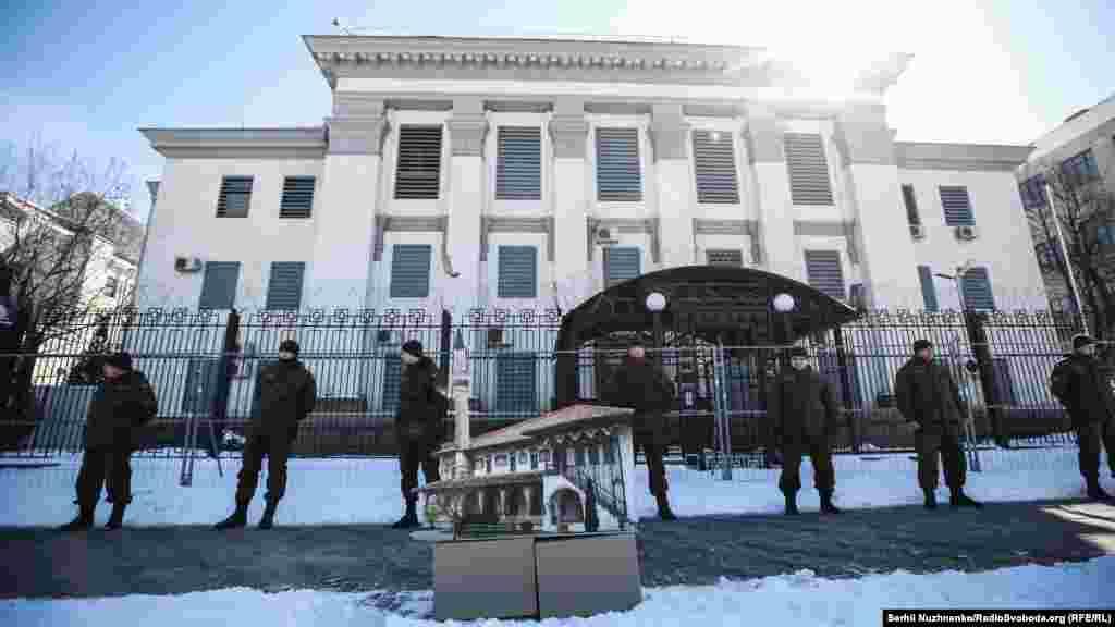 Организаторами акции выступили общественная организация «КрымSOS», меджлис крымско-татарского народа и «Крымский дом».