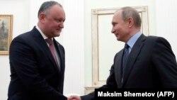 За четыре года своего правления Додон ездил в Москву более 30 раз, но ни разу не посетил соседнюю Украину или Румынию.