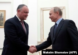 Russian President Vladimir Putin (right) meets with Moldovan counterpart Igor Dodon at the Kremlin in Moscow in January 2019.