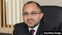 Акрам Гасанов, Эксперт по банковским вопросам