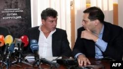 Russian opposition activists Boris Nemtsov (left) and Vladimir Milov in 2011.