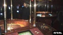 Алматыдағы жасырын казинолардың бірі.(ІІД баспасөз-қызметі түсірген сурет) Алматы, наурыз, 2009