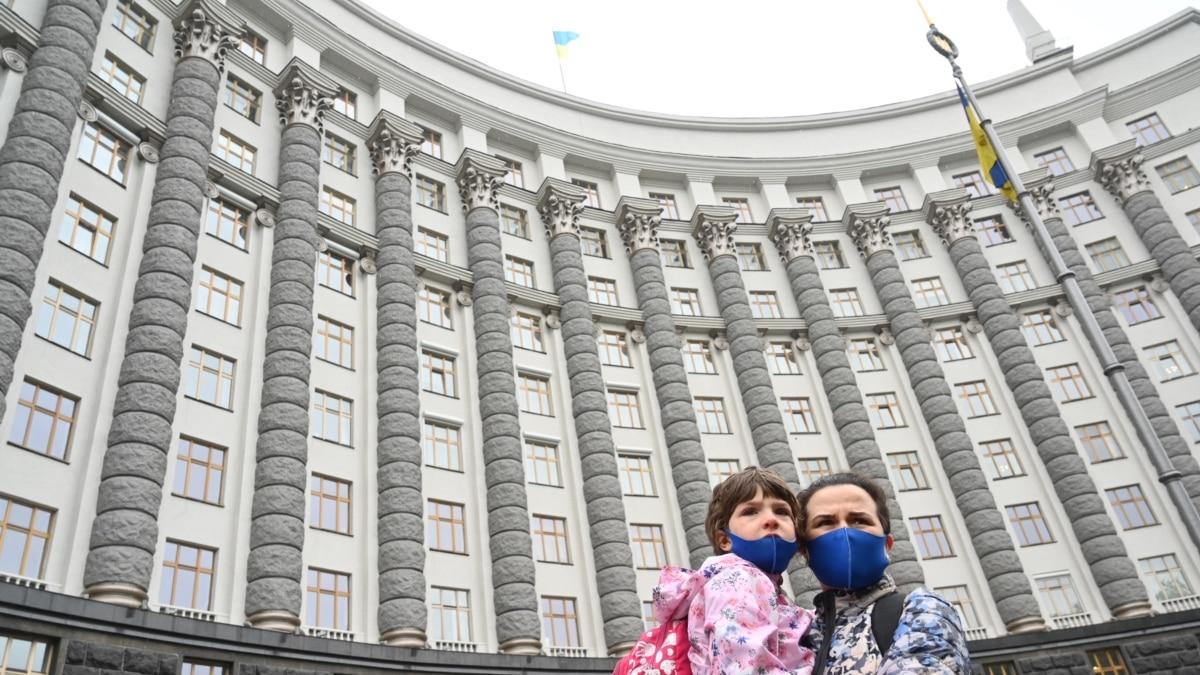 В Украине начало действовать электронное свидетельство о рождении - Минцифры