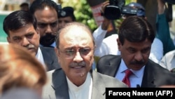 Former Pakistani President Asif Ali Zardari (center) arrives at Islamabad High Court for a bail hearing on June 10.