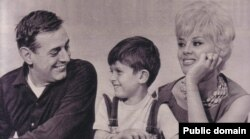 Дарио Фо и Франка Раме с сыном Якопо. 1962