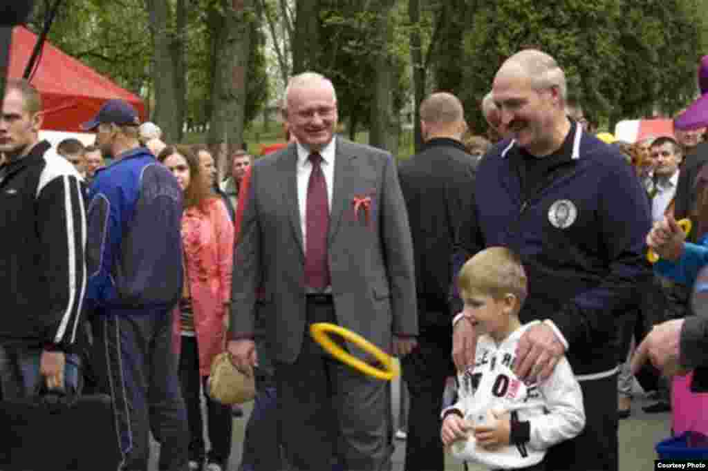 Lukashenka with Kolya, who's holding an iPhone, in Gorky Park in Minsk in May 2010