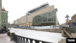 St. Petersburg's Mariinsky Second Stage (right) features soaring glass walls and a rooftop ampitheater located across the canal from the grand original theater (left).
