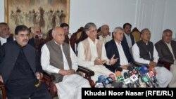 کوټه: د خېبر پښتونخوا اعلا وزیر پروېز خټک او د بلوچستان اعلا وزیر ډاکټر مالک د خبري غونډې پر مهال