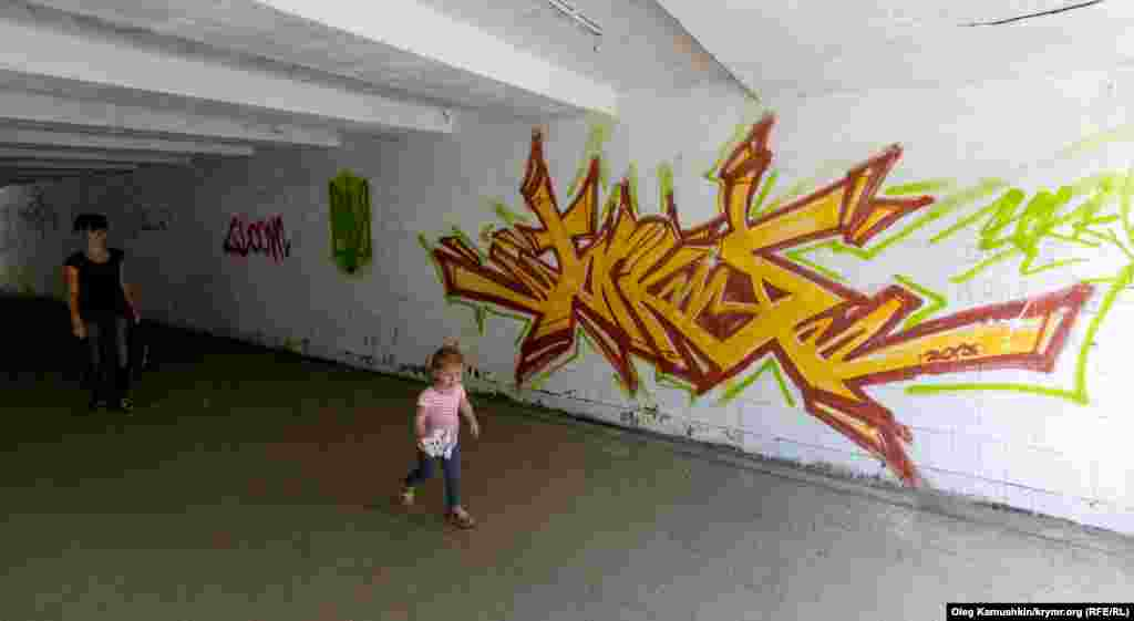 Впрочем и сами граффити имеют очень противоречивые направления.