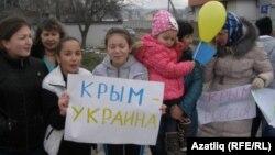 Қырымдағы Ресейге қарсы тұрғындар шеруі. Симферополь, 8 наурыз 2014 жыл.