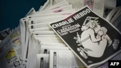 Charlie Hebdo журналына чыккан кудайдын карикатурасы.