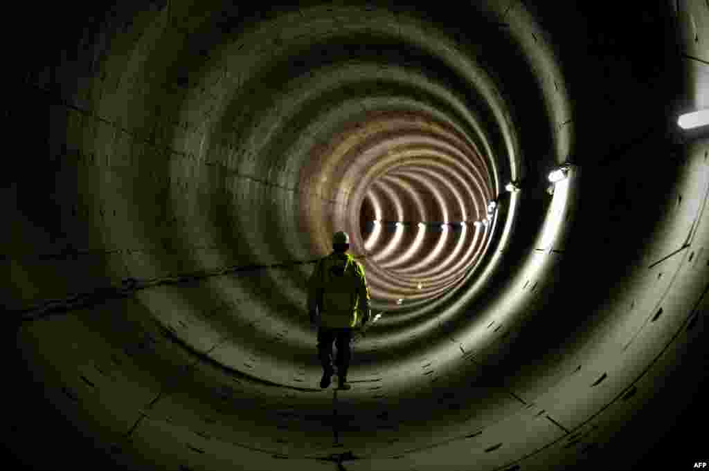 A worker stands in the tunnel of the North-South subway line in Amsterdam. Completion of the line is scheduled for 2017. (AFP/Robin Van Lonkhuijsen)