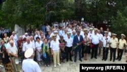 Мітинг у Севастополі на цвинтарі Комунарів