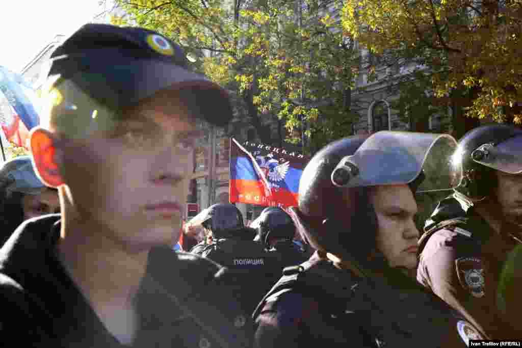 """Московские сторонники сепаратистов Донбасса рядом с """"Маршем мира"""" также присутствовали"""