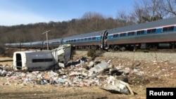На месте столкновения поезда с грузовиком в Западной Вирджинии. 31 января 2018 года.