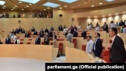 На основании официальных данных, установлено, что из 150 депутатов грузинского парламента 51 владеет долями в бизнесе