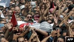 Pamje nga ceremonia e varrimit të palestinezit 16 vjeçar të vrarë Mohammed Abu Khudair