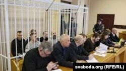 Суд над групай ашмянскіх мытнікаў, якіх вінавацяць у хабары. Фота зробленае 18 лістапада 2016 году