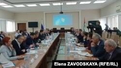 Совещание на уровне министерств сельского хозяйства Абхазии и России, на котором обсуждались меры по предотвращению распространения мраморного клопа. Сухум, 1 марта 2019 г.