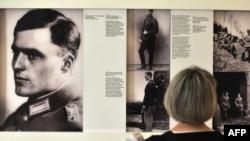 Fotografija Klausa fon Štaufenberga u Memorijalnom centru nemačkog pokreta otpora u Berlinu