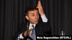 В начале прихода к власти Бидзина Иванишвили был против практики нанимать лоббисткие компании за рубежом из госбюжета