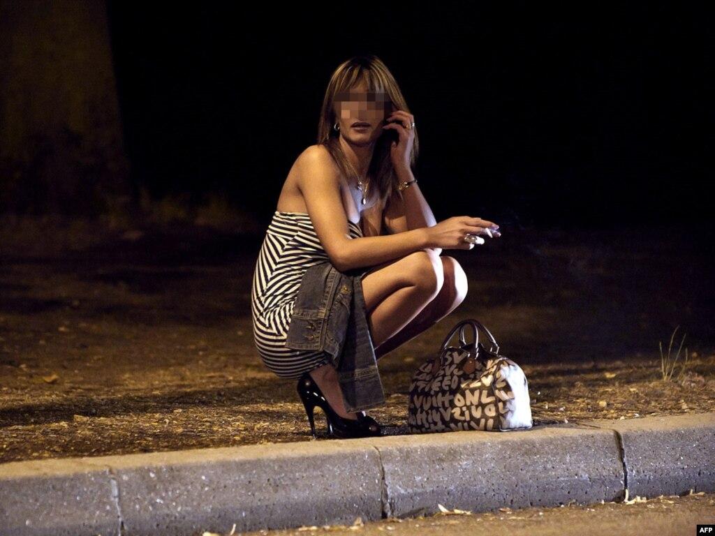 Проститутка у дороги 8 фотография