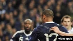 Момент касания рукой мяча со стороны Тьерри Анри