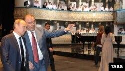 Валерий Гергиев показывает Владимиру Путину новую сцену Мариинки