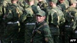От югоосетинской армии остается военкомат, почетный караул и некоторое количество прапорщиков и офицеров, чтобы организовать срочную службу