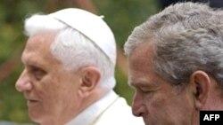 پاپ با رييس جمهوری آمريکا در برج سنت جونز واقع در باغ شهر واتيکان ملاقات کرد. (عکس از AFP)