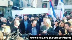 """Mladi SNSD-ovci dijele """"pasoše RS-a"""", Banjaluka"""
