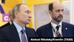 Vladimir Putin (solda) və German Klimenko