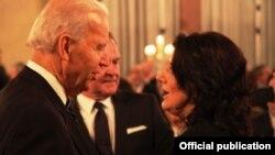 Joe Biden dhe Atifete Jahjaga gjatë Konferencës në Munih.