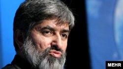 علی مطهری که از نمایندگان محافظهکار به شمار میرفت، طی سالهای گذشته از جمله مهمترین منتقدان دولت ایران در مجلس شورای اسلامیست.
