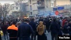 Учесници на антивладините протести во Иран