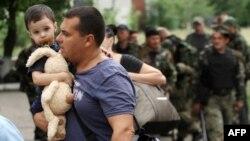 В боях между сепаратистами и украинской армией страдает мирное население