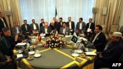 Иран президентінің ауған және пәкістандық әріптестерімен кездесуі. Тегеран, 24 маусым 2011 жыл.