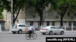 Одна из центральных дорог в Ташкенте.