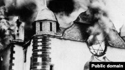 «Кришталева ніч» у німецькому місті Зіґені - горить синагога – 10 листопада 1938 р.