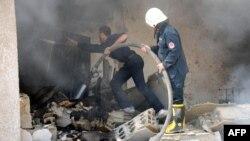 Пожар на месте взрыва в Дамаске