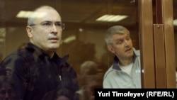 Михаил Ходорковский и Платон Лебедев в суде, Москва, 17 мая 2011 г