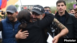 Armenia - Opposition leader Nikol Pashinian is hugged by a supporter during a rally in Yerevan, 29 April 2018.