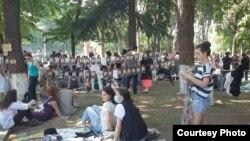 За год существования тбилисский фли-маркет стал довольно популярным среди горожан – главным образом молодежи